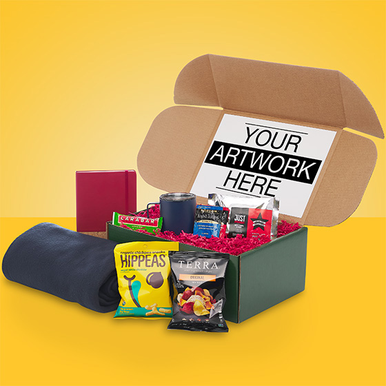 Dreamer gift box with blankets and snacks